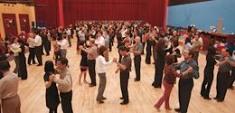 Kezdő Vonalas Los Angelesi és New Yorki Salsa On1 és On2 Stílusban. Tánctanfolyamok és Táncoktatás Budapesten a Broadway Dance Centerben