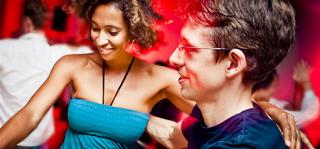 Kezdő Vonalas Salsa és Bachata Tánctanítás, Tánc Oktatás és Tánctanfolyamok Budapesten a Broadway Dance Centerben