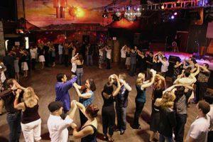 Salsa Kezdő Tanfolyam Csoportos Tánc Oktatásban Budapesten a Broadway Dance Centerben