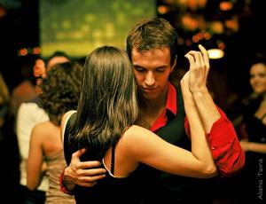 Vonalas Salsa Crossbody Style Buli és Latin Party Tánc Oktatással Budapesten Salsa Levi Világbajnok Tánctanár Vezetésével Budapesten a Stadionoknál