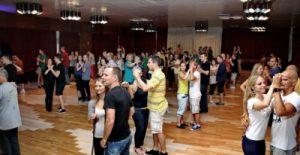Táncos Bulizós Party Hétvége a Broadway Tánciskola és Tánc Stúdió Közreműködésével Salsa Bachata Mambó Tánctanulás és Tánc Oktatás